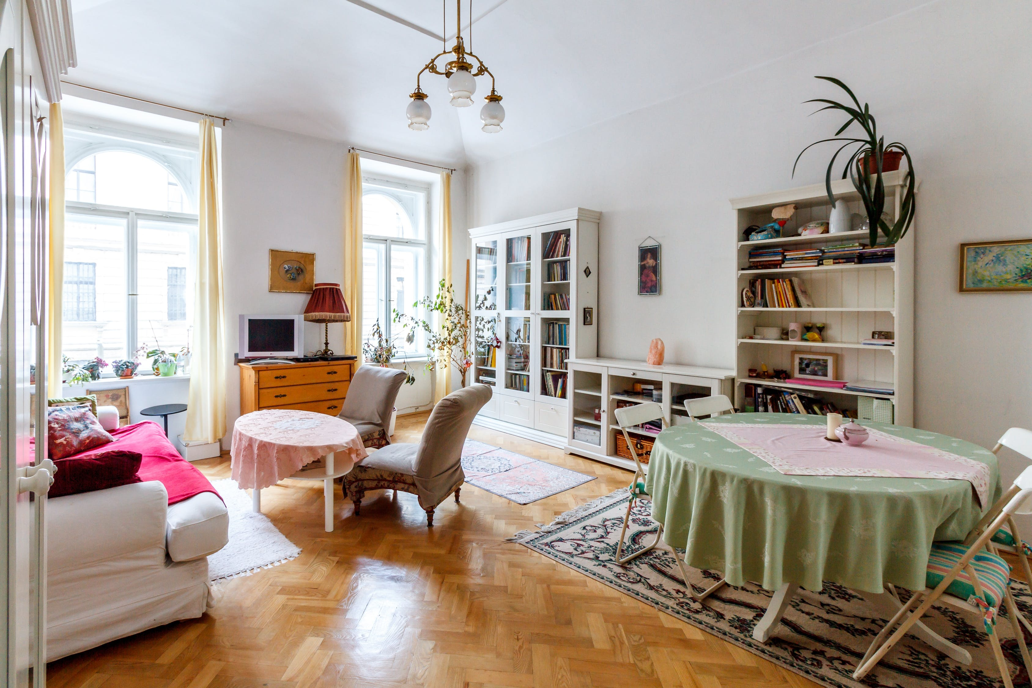 Total white per arredare il soggiorno: stile elegante e ...