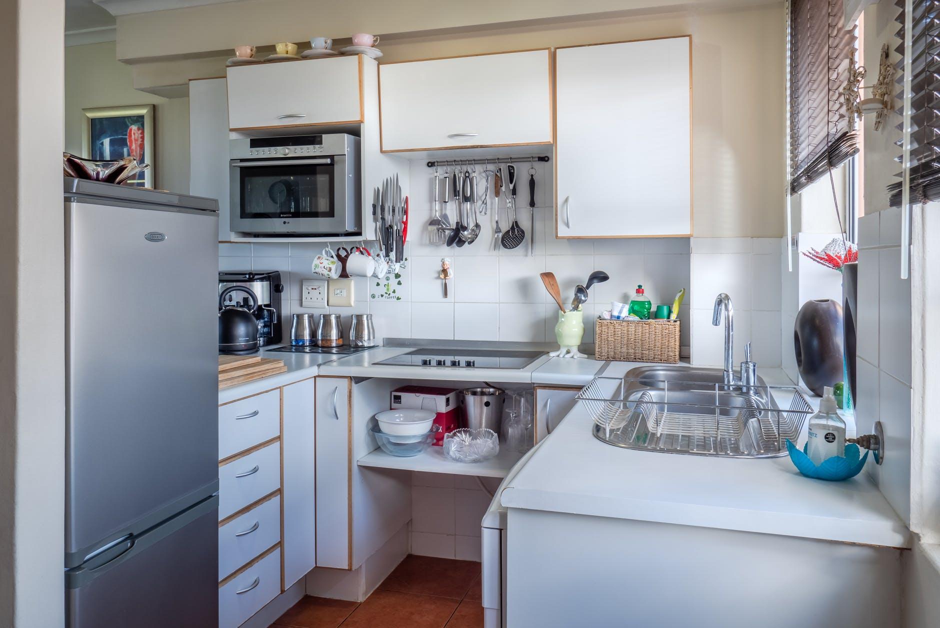 Cucina lunga e stretta come farla sembrare più ampia