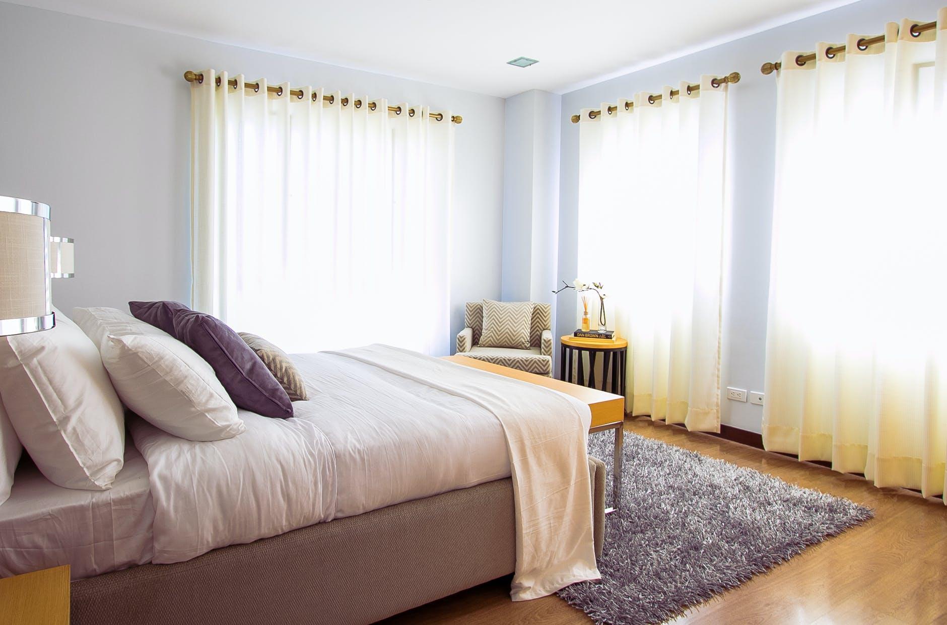 camera da letto con i colori pastell